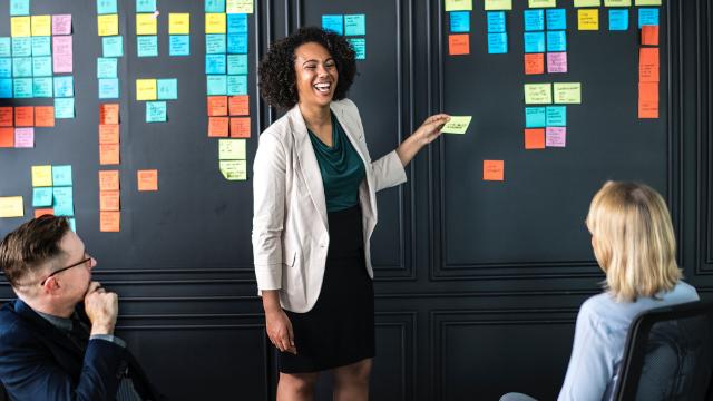 Le théâtre dispose de mille outils précieux pour mieux communiquer, se comprendre et travailler ensemble! ATRE propose différentes formations pour favoriser l'harmonie et l'efficacité des équipes dans votre entreprise ou votre organisation.
